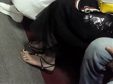 Her sexy feets toes in new sandals
